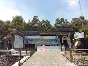 Penutupan jalur pendakian Lawu melalui Pos Cemorokandang (Dok : Pribadi)